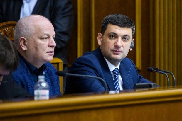 """Гройсман резко решил пожаловаться на Порошенко - вся надежда на Зеленского: """"С приходом нового президента"""""""