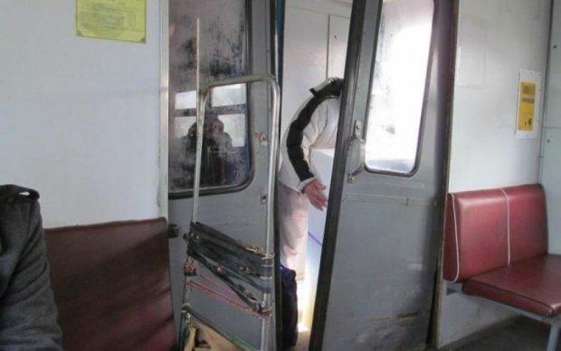 Смертельна електричка: хто наражає на небезпеку пасажирів Укрзалізниці