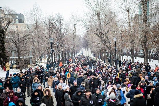 """Путін забарикадувався в Кремлі: росіяни вийшли з протестом на """"Марш материнського гніву"""""""