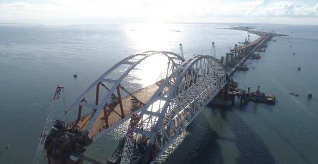 В сети появилось свежее видео полумертвого Керченского моста: доживает последние дни