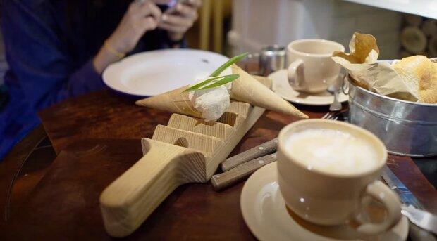Аналог Starbucks в Україні напоїв дівчину кави з білком: без вершків, але з живністю