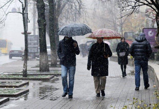 Погода на 16 апреля: морозы, снега и дожди набросятся на Украину