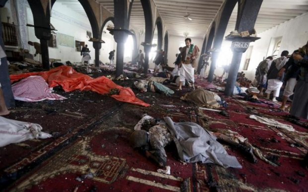 Кількість жертв зростає: у мечеті прогримів потужний вибух