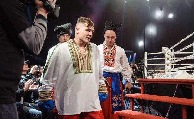 Беринчик прокатил Ющенко в инвалидной коляске: фото