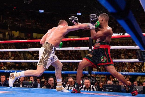 Как в Матрице: Альварес показал что-то невероятное на ринге, видео