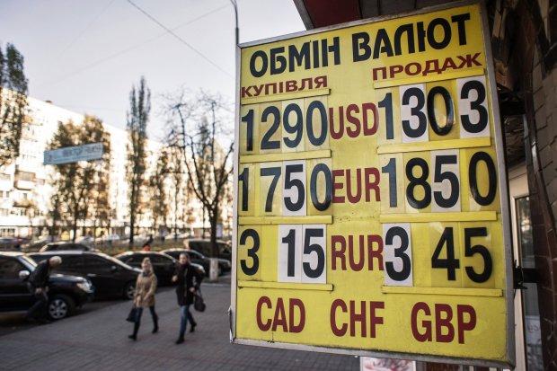 Курс валют на 25 апреля: доллар пошел на встречу гривне