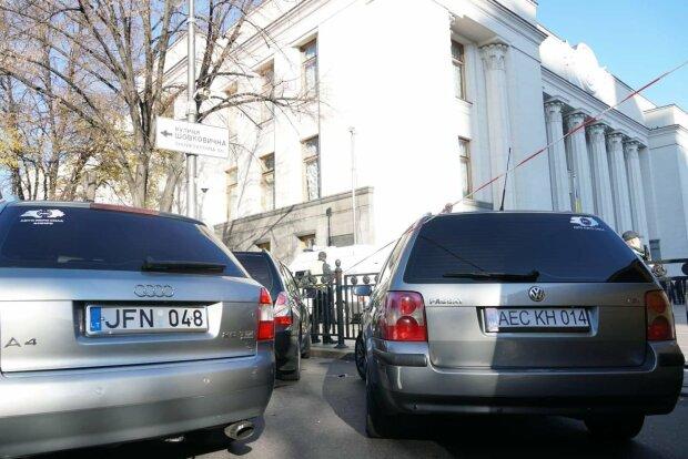 """Штрафи для """"євробляхерів"""": в ГФС розповіли, скільки водіїв """"попалося на гарячому"""""""
