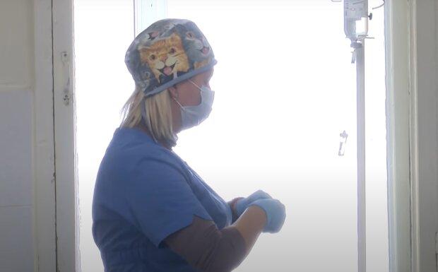 Запорожанка умоляет помочь тяжело больной матери - безжалостный рак съедает женщину изнутри