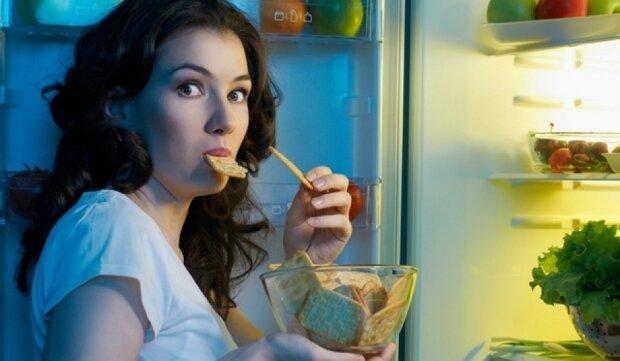 """Известный диетолог раскрыла женщинам секрет похудения: """"Хочешь есть - выпей воды"""""""