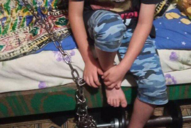 Хлопчика прикували до батареї, Національна поліція