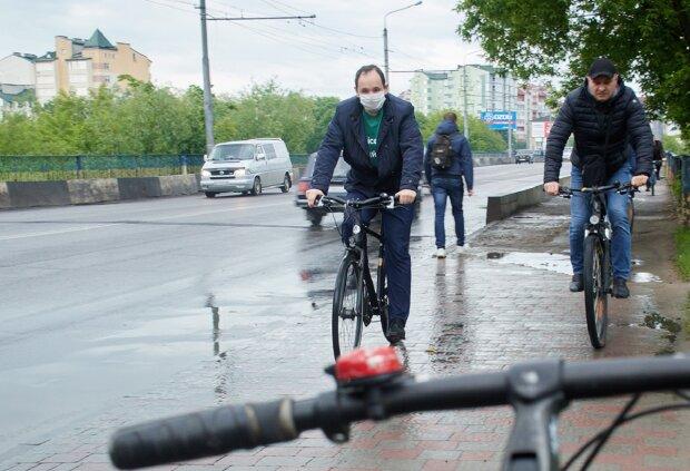 Руслан Марцинкив на велосипеде, фото: www.martsinkiv.if.ua