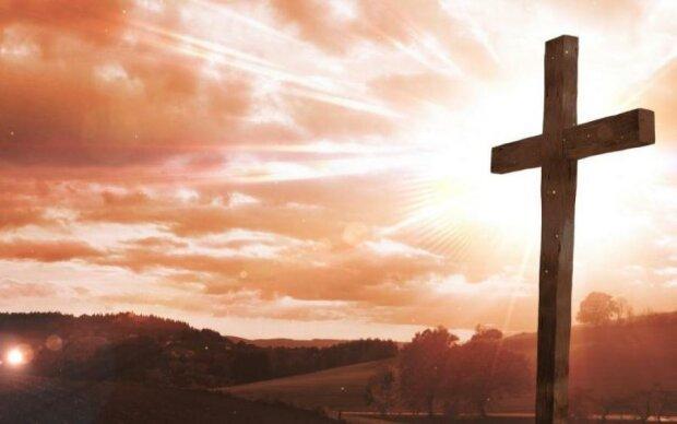 Иисус Христос на прогулке: видео с человеком в облаках поставило на уши мир