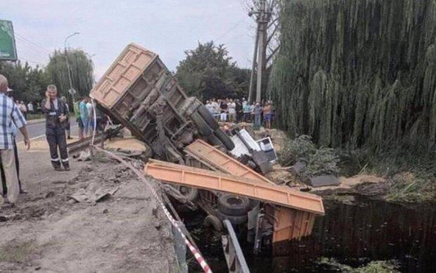 Людей вирізали рятувальники: кривава аварія поставила на вуха українське місто
