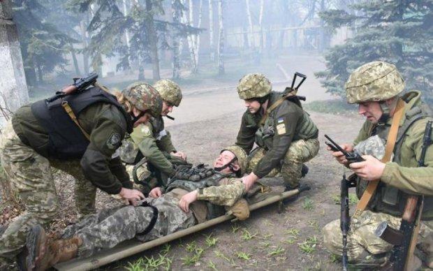 Доба під шквальним вогнем: воїни зазнали втрат на Донбасі