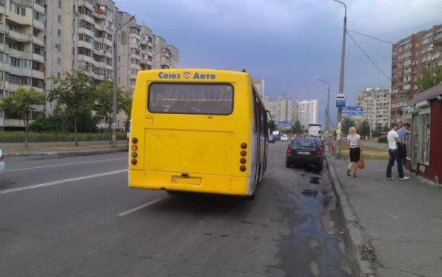 Жуткое ДТП в Киеве: авто влетело в переполненную маршрутку