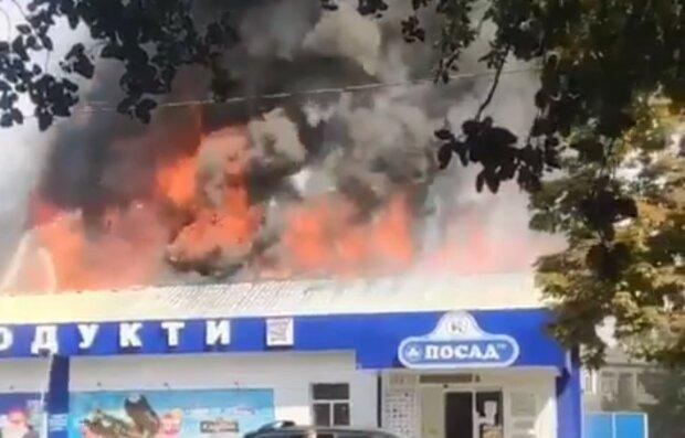 Під Харковом палає магазин, чути вибухи - вогонь намагаються приборкати 30 рятувальників