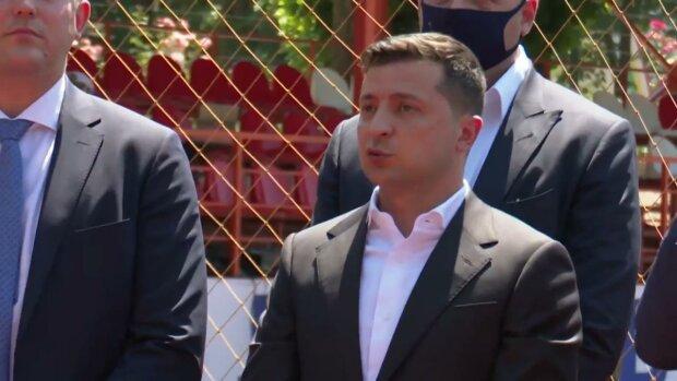 """Обурення мітингувальників накрило Зеленського на Одещині: """"За що ти нас вбиваєш?"""""""