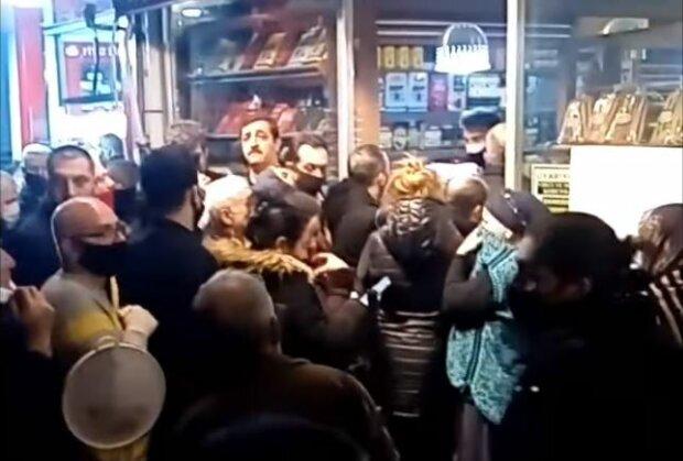 Натовп в Туреччині, скріншот: YouTube