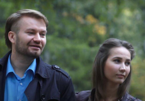 подружжя, скріншот з відео