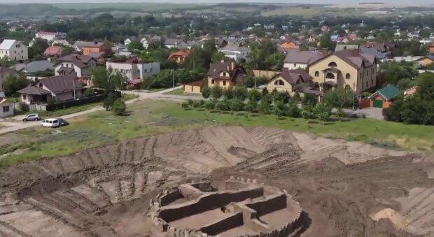 Под Днепром нашли захоронение, кадр из репортажа Спецкор: YouTube