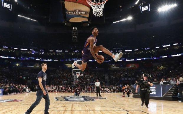 НБА: Невероятный полет игрока Финикса - лучший момент игрового дня