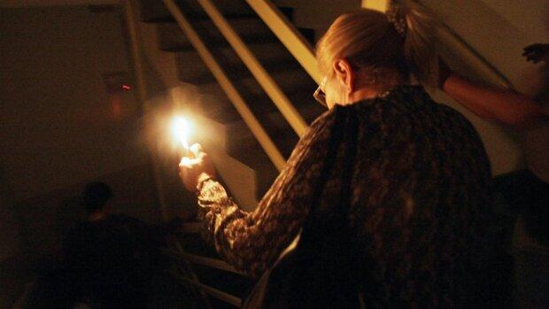 Днепрян массово оставляют без света: заражайте гаджеты, это надолго