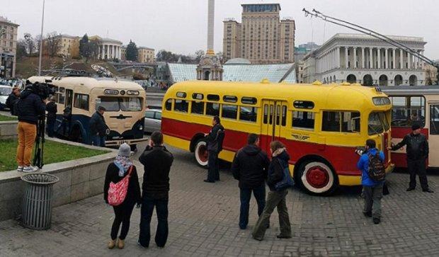 На Майдан звезли ретротролейбуси та буси (фото)