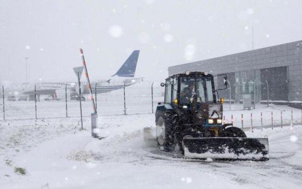 ВАЖЛИВО! Негода паралізувала аеропорти, рейси переносять