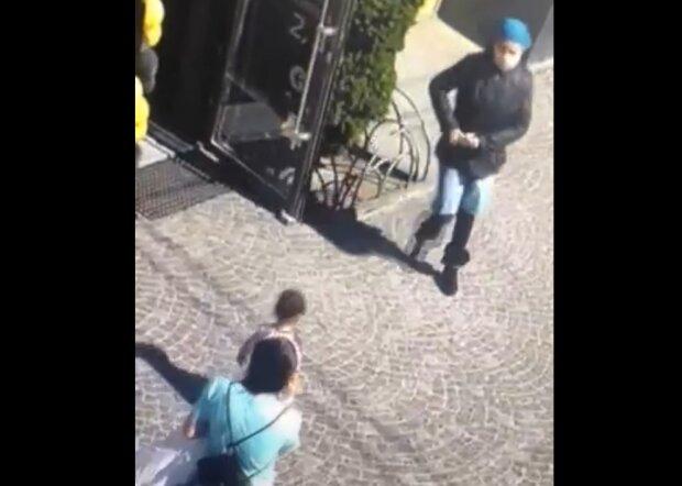 """В Тернополе отыскали горе-похитительницу ребенка в зимней куртке: """"Хотела помочь"""""""