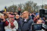 Коронавірусні протести: губернатор Полтавщини пригрозив протестувальникам, що випустить на них евакуйованих