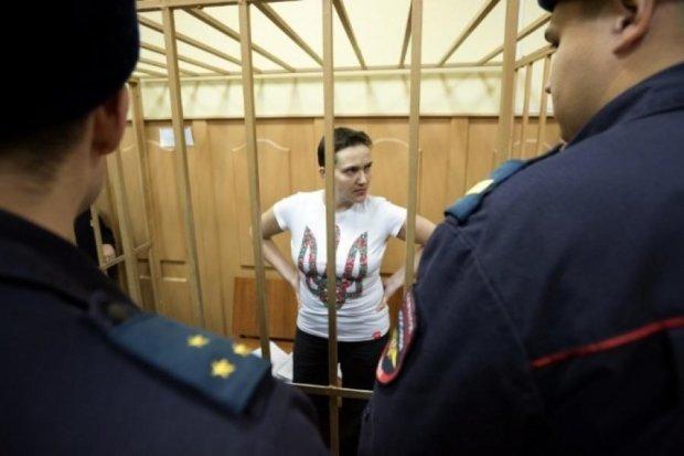 Надію Савченко поклали під крапельниці