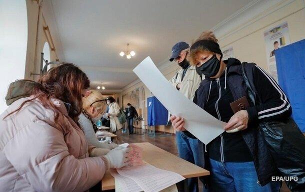 """Черновчан с температурой заставили голосовать в """"церкви"""", """"изоляторе"""" и """"палате №6"""""""