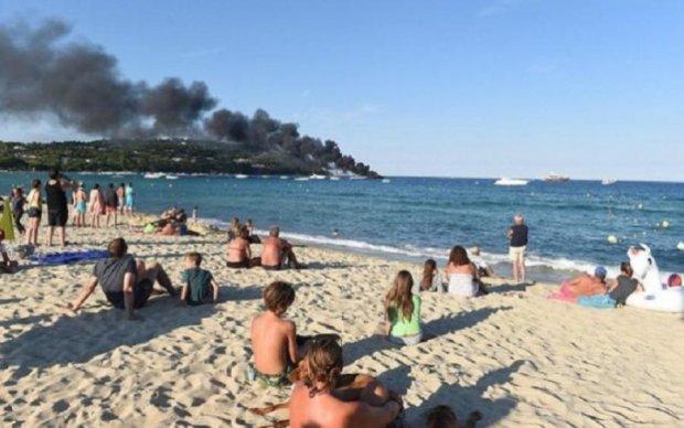 Горять мільйони доларів: очевидці зняли пожежу на елітній яхті