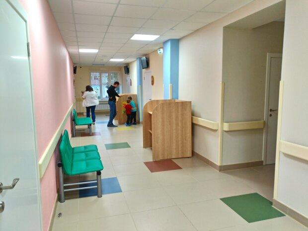 Поймали взрослые: в киевской поликлинике дети стали жертвами извращенца