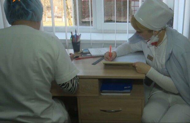 Днепровские медики поставили на ноги мальчика,  у которого не было шансов ходить — история чуда