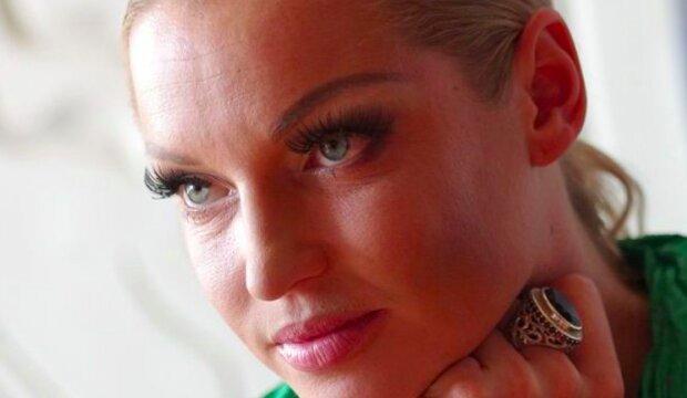 Голая Волочкова подарила новогодний шпагат в баньке:  спасла лишь розовая шляпа
