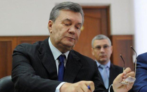 Кілограми золота і килими з доларів: силовики обшукали посіпак Януковича