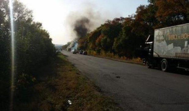 Під Харковом на ходу загорівся автобус з пасажирами (фото)