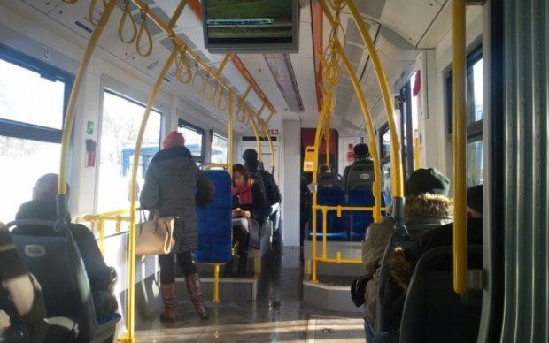 Столичный скоростной трамвай сжигает телефоны киевлян