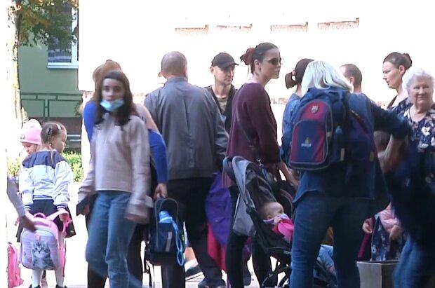 Обучение в школах, кадр из видео