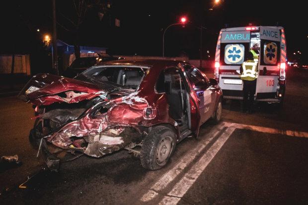 Киев ужаснула жуткая авария: тела разбросаны по асфальту, кадры 18+