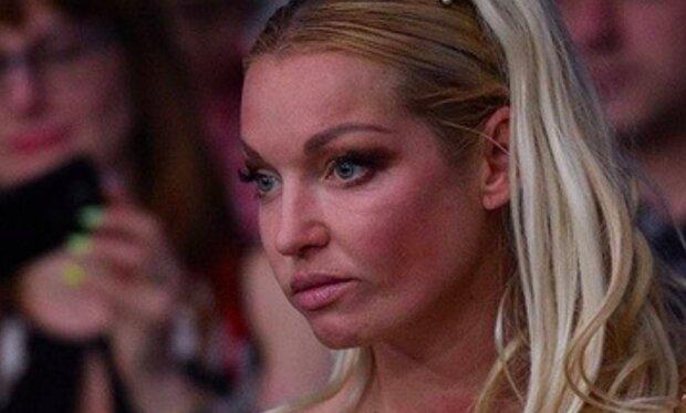 """Гола Волочкова розтягнулася на шпагаті в лазні: """"Ого, які зарослі"""""""