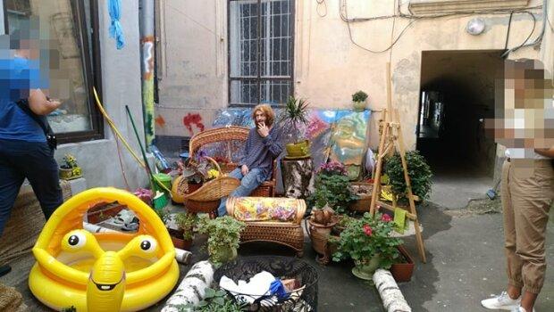 Львовяне, прячьте детей: голый турист утроил эротическое шоу в центре города, - кадры 18+