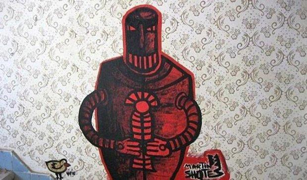 Майстри з усього світу розмалювали покинутий український табір графіті