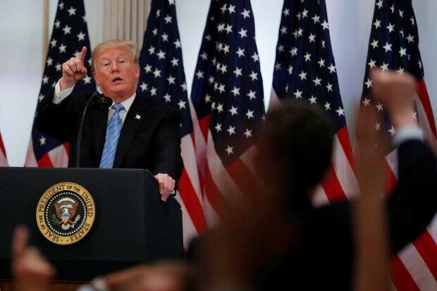 Хамство Трампа, чай от Джонсона и затоптанная журналистка: 5 горячих примеров встречи политиков с прессой