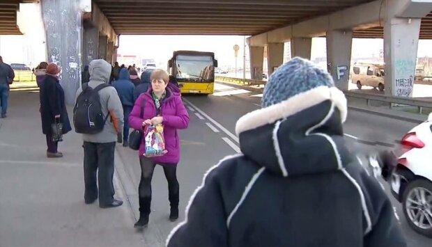 Зупинка, фото: скріншот з відео
