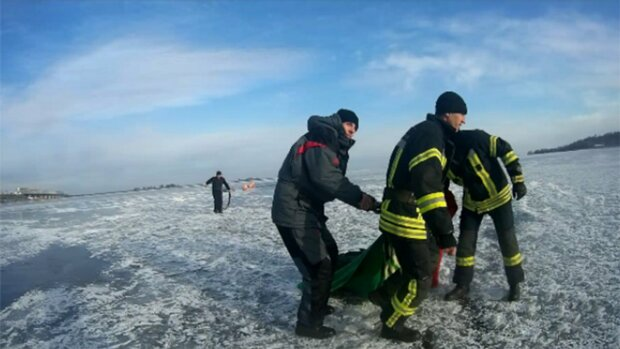 Провалилися під лід, фото ДСНС