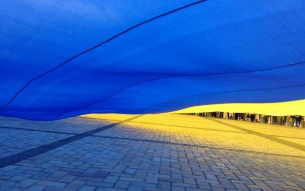 Над окупованим Донбасом замайорів український прапор