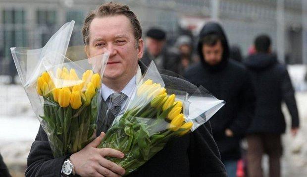 Постільна білизна, бритви Gillette та скляні квіти: що замовляли чиновники напередодні 8 березня