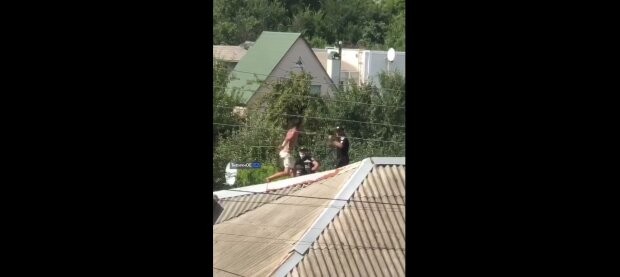 Пьяный неадекват в Харькове, скриншот: Telegram
